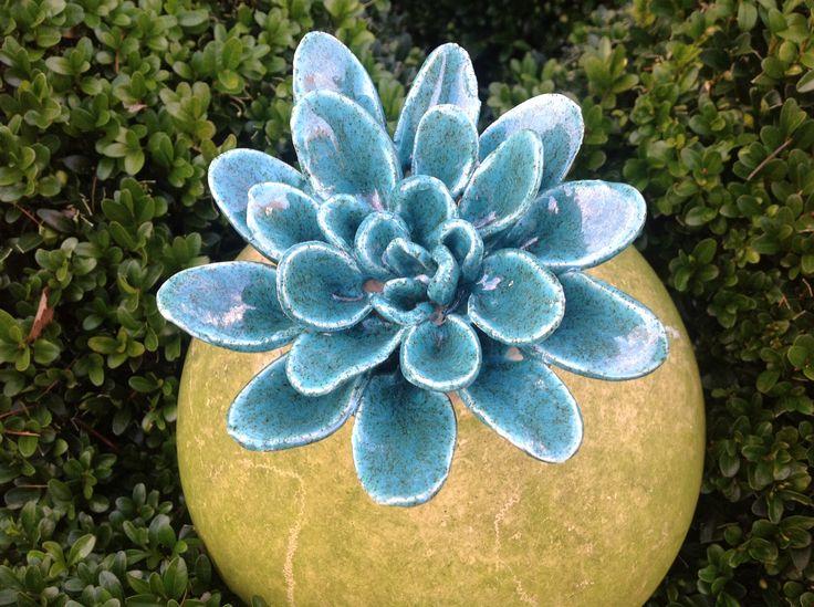 Kwiatek ceramiczny