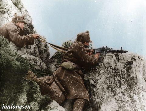 Romanian soldiers operating a MG-42 machinegun in Tatra Mountains (Czechoslovakia), March 1945.