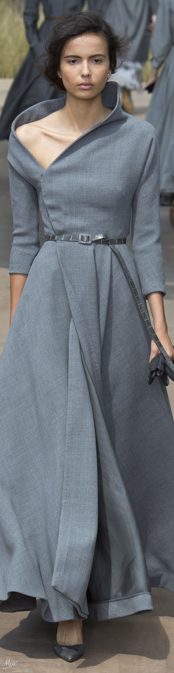 Great Angles on this dress, would like to see in another color, this grey isn't interesting enough.  Fall 2017 Haute Couture Christian Dior