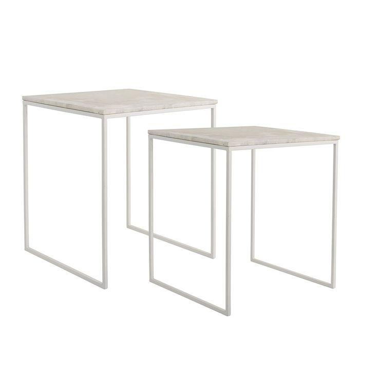 Gavl är ett soffbord i vitt marmor och vita metallben från det danska designvarumärket Bloomingville.