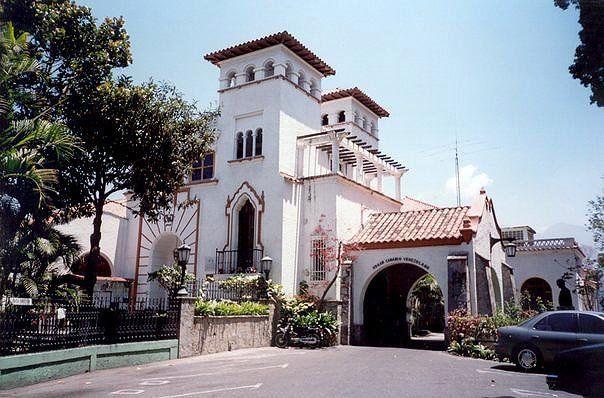 """Club Paraiso nace en 1908 bajos los muros acogedores de """" Monte Elena"""", la señoril residencia del señor General Alejandro Ibarra, uno de sus miembros fundadores y su primer presidente."""