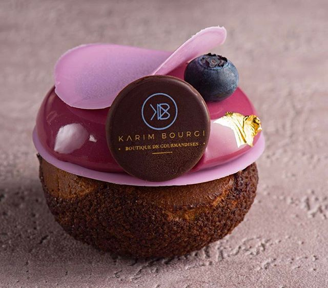 Chouchou très chic - choux chocolat- craquelin chocolat- crémeux cassis framboise- confit cassis violette- namelaka chocolat ilanka- glaçage miroir violette @myvalrhona @doblaofficial @boiron_mear @elleetvire #wonderful #chouchou #karimbourgi #signature #masterclass #dubai #gourmandise #dessert #chefstalk #chefsofinstagram #delicious #perfection #socute #signature #newstyle #chouchou #colorful #mybook #floral #beauty .