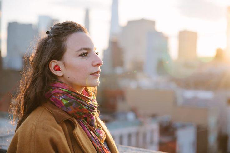 Ta słuchawka może rozwiązać twoje problemy, oraz językowe bariery. Słuchaweczka ma szansę stać się technologicznym smaczkiem, który uraduje niejednego podróżnika. Wow what a cool product! An earpiece that translates any language in real time! We're super excited for this! waverlylabs.com #waverlylabs #tech #technology #startup #entrepreneur #sandiego #la #newyork #chicago #Vicinity A photo posted by Vicinity