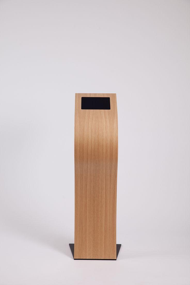 Impact iPad stand.  iPad stander, buede iPad standere, curved iPad stand, oak veneer, formspændt finer eg