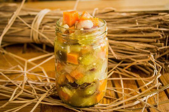 Маринованные овощи 1 шт Баклажан 1 шт. Лук репчатый 3 шт. Острый зеленый перец 1 шт. Морковь 6 шт. Чеснок 100 мл. Уксус Соль – по вкусу. 1 л.