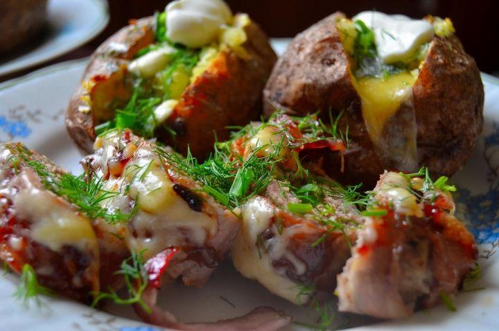 Ziemniak z piekarnika oraz mięso mielone