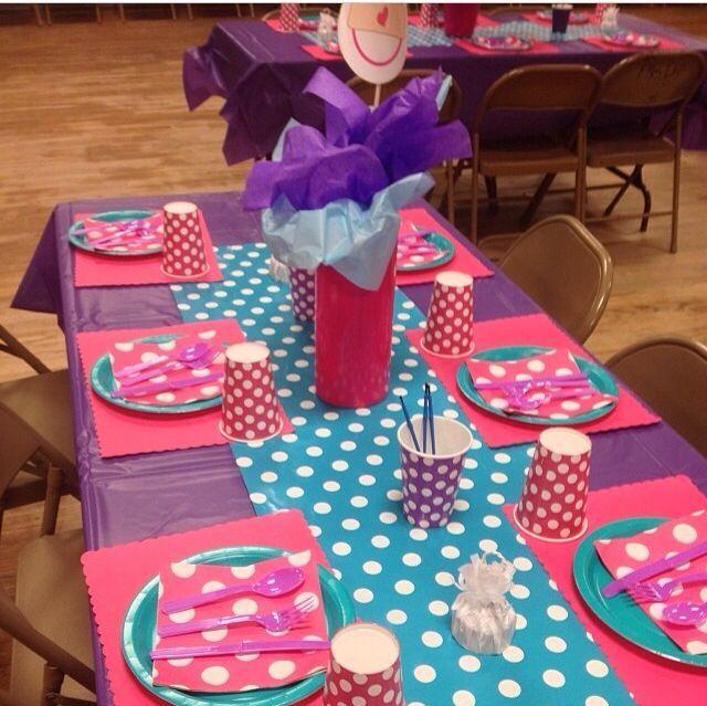 Decoracion de mesas para piñata http://www.comoorganizarlacasa.com Ideas para una fiesta de Doctora Juguetes
