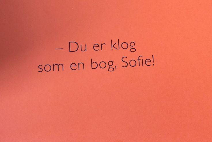 Denne bog handler om Sofie.  Sofie er en lille pige på ti år, som går i fjerde klasse. Hun har ADHD. Men det er helt ok - i bogen kan du læse om hvorfor :)