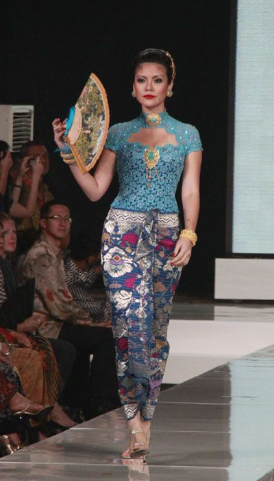 modern kebaya, design by priyo oktaviano, indonesia