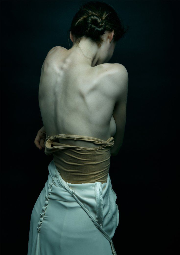 most beautiful intimacy (back) - painting or photography?! anyone know whose this ingenious artist?