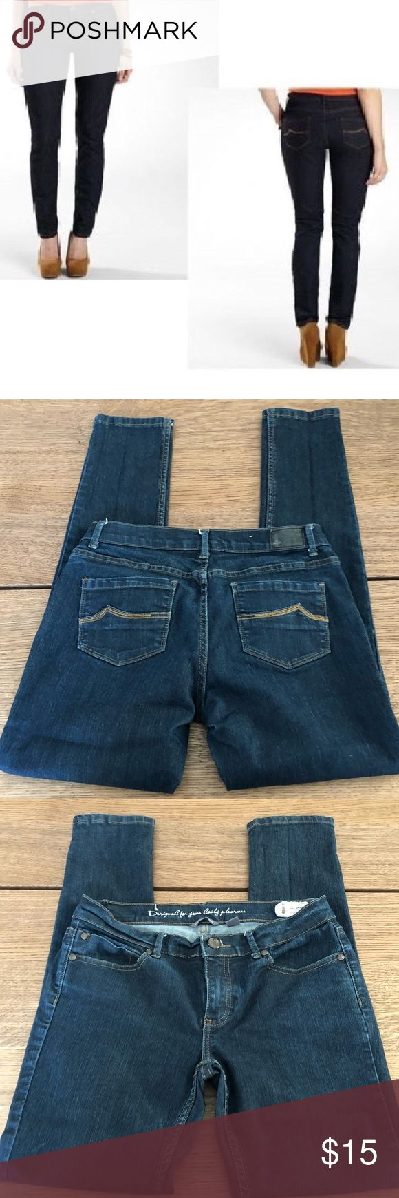 """Buffalo skinny jeans Super stretchy skinny jeans in dark wash, size 30 petite, style is Urbania petite skinny, excellent condition  Inseam  29"""" Rise  8"""" Waist  15.5"""" Leg opening  6"""" Bin14 i jeans by Buffalo Jeans Skinny"""