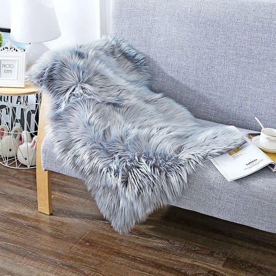Retrouvez cet article dans ma boutique Etsy https://www.etsy.com/fr/listing/555461513/soft-faux-sheepskin-chair-cover-seat-pad
