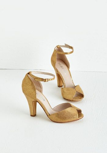 Fine Dining Heel in Gold. A fabulous meal is made even richer by these beautiful gold heels! #gold #prom #modcloth