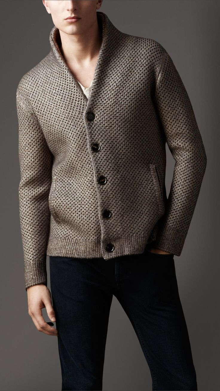 Good style on this cardigan...
