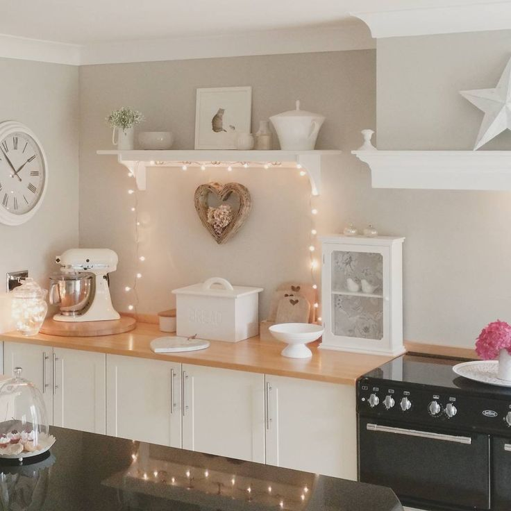 It's been so hot today! Too hot to have the oven on. That's my excuse and I'm sticking to it . Fish and chips by the sea was the perfect solution . #myhouseinaugust #kitchen #kitchenpic #countrykitchen #mystyle #myhome #homesweethome #countryliving #countryhome #houseandcottage #ourluxuryhome #interior4all #interiorstyled#interior4inspo#finehjem #wonderfulrooms #classyinteriors #countrykitchen