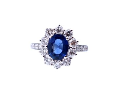 Engagement ring with diamonds surrounding a 1,15 - carat oval blue Ceylon sapphire 1,48 carat set in 18- karat white gold - Dogale Jewellery Venice