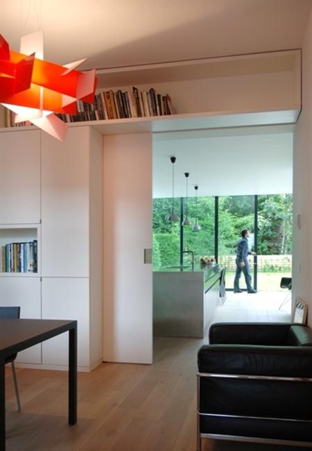 schuifdeur + boeken boven deur