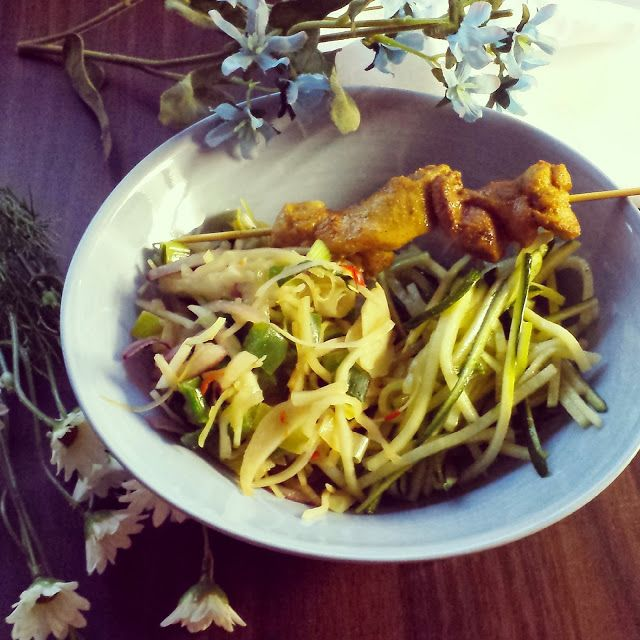 Life is what you're cooking : Courgette-Bami met Kerrie Kip