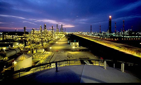 Qatar Petroleum and Shell are looking at early 2018 for the completion of the $6.5bn world-scale petrochemical project at Ras Laffan, whose front-end engineering and design contract was awarded to Fluor Corporation yesterday.