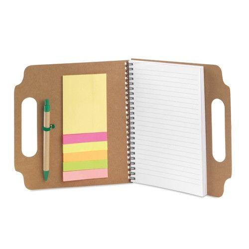 Bloc de notas reciclado, con 70 hojas y 25 notas adhesivas, incluye bolígrafo de cartón reciclado. Ideal para regalar en campañas de publicidad. #regalosoriginales #promociones #tiendaonline #merchandising #promocionales #articulospromocionales