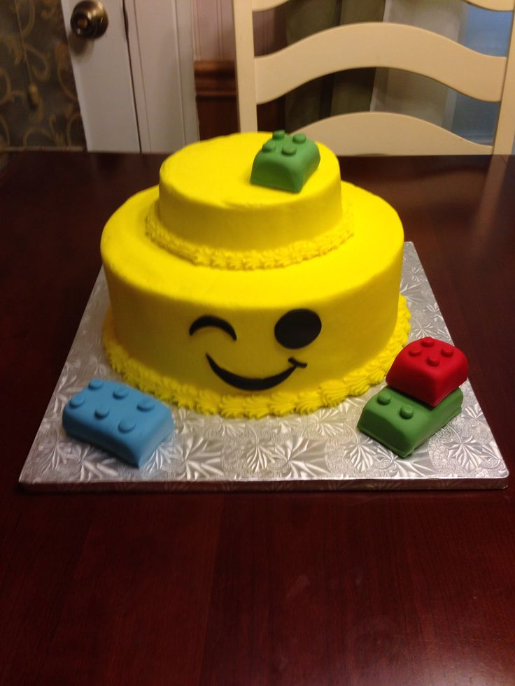 Lego Man Head Cake Cakes In 2019 Lego Birthday Party