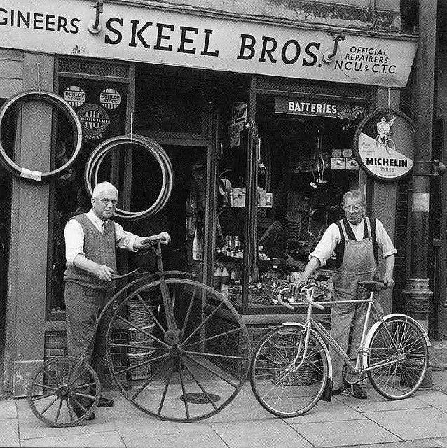 Veloisto - doyoulikevintage:   Old bicycle shops