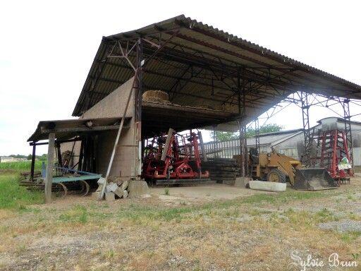 b timent agricole de la ferme tracteur historique mat riel agricole d 39 autrefois pinterest. Black Bedroom Furniture Sets. Home Design Ideas