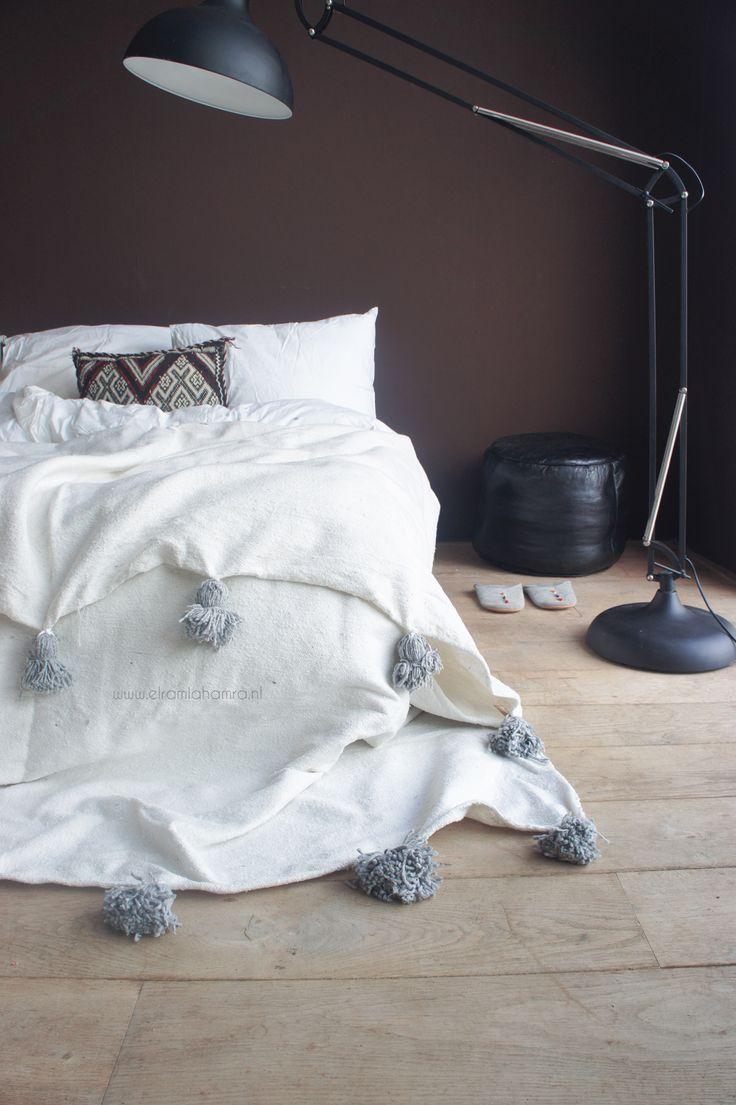 Moroccan Berber blanket white with grey pompoms http://www.elramlahamra.nl/component/virtuemart/woonaccessoires/beddengoed-ander-textiel/katoenen-berber-deken-offwhite-grey-detail.html?Itemid=0