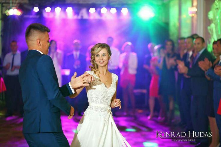 Zakochani i szczęśliwi 😀 Monika i Łukasz dzisiaj ślubowali sobie miłość i wierność. #hotelwincentow #pierwszytaniec #fotograflubartow #fotografnawesele