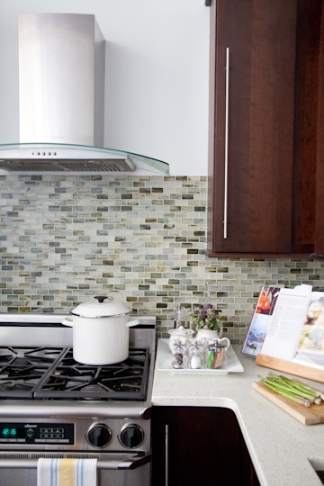 Kitchen tile. I plan to do something like this in the near future, but with different colors.