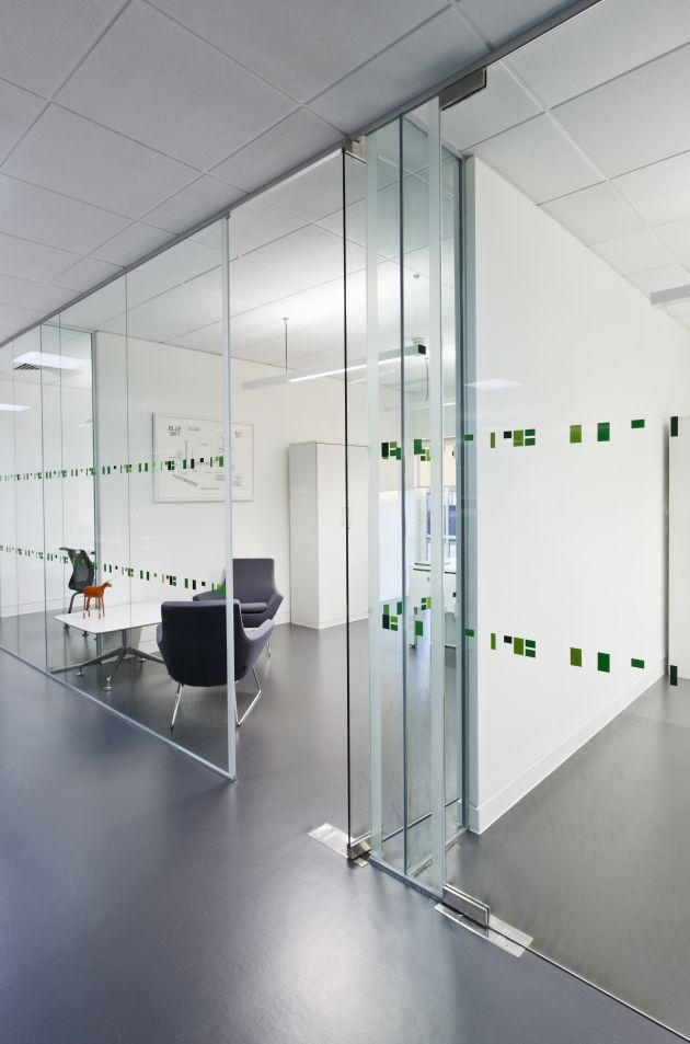 Salas reuniones con cristal de cara al exterior (Planta). Oficinas Langland *****