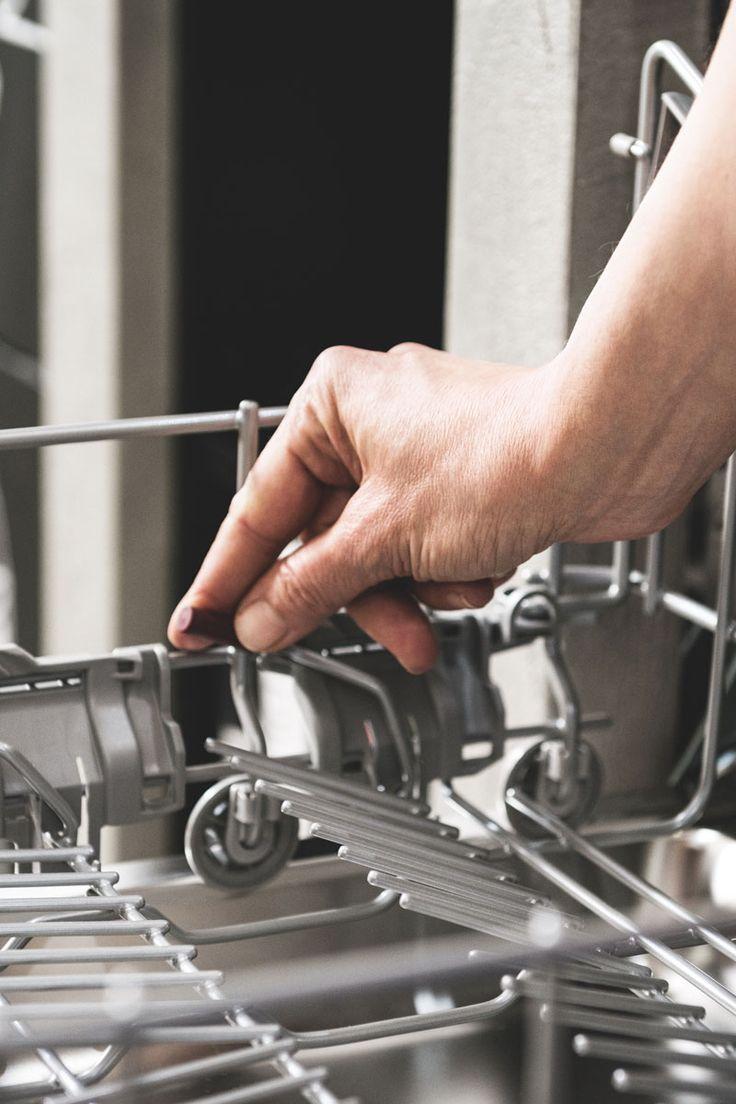 Neff Geschirrspüler mit flexibel verstellbarem Geschirrkorb und platzsparender Besteckschublade im oberen Teil des Geschirrspülers. Foto: Neff