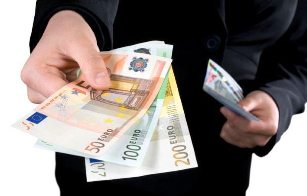 Colf, badanti e babysitter. Fissati i nuovi stipendi minimi per il 2016 - Il portale dell'immigrazione e degli immigrati in Italia - Stranieri in Italia