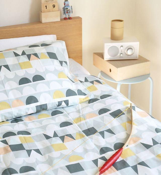 Att använda färgglada eller mönstrade lakan är ett perfekt sätt att pigga upp och variera sovrummet på!   #inredningsinspo #inredning #inredningsdetaljer #hem #heminredning #skönahem #nordiskahem #nordichome #nordicdesign #sovrum #inreda #bedroomdecor #bedroom #interiors #interiordesign #interior #interiör #scandinaviandesign #scandinavianhome #nordicinspiration #design #interiorstyling #interiorstyle #home #inredningsdesign #inredningsdetalj #inredningsbutik #inredningsinspiration…