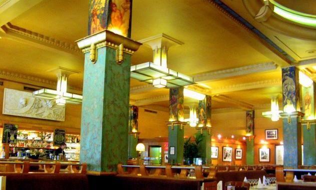 La Coupole – Art Deco splendor beautiful pillars and ceiling 102, Boulevard du Montparnasse 75014 Paris