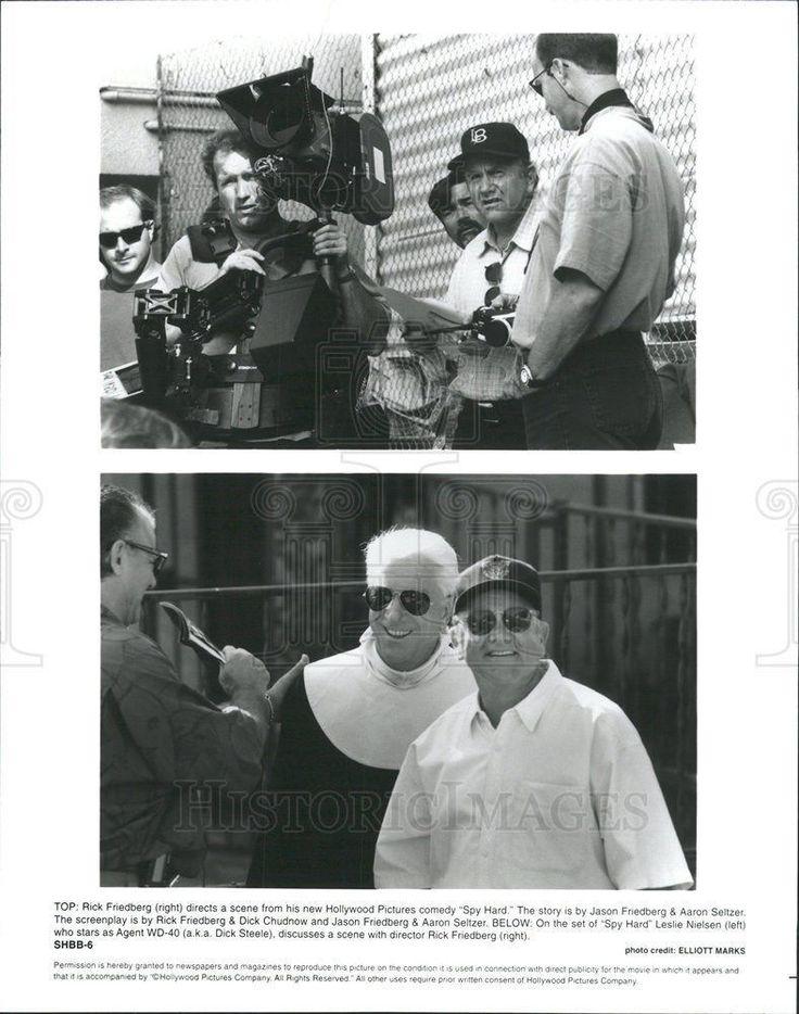 """1996 Press Photo """"Spy Hard"""" Director Rick Friedberg and Leslie Nielsen on set"""