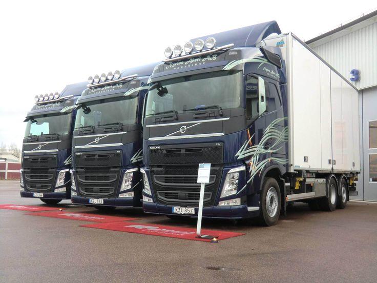https://flic.kr/p/C6jKwi | Fredriks Nyrens åkeri | 2015-12-11 leverans av tre Volvo FH500 Globetrotter växelflakbilar