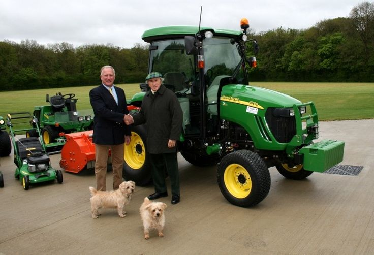 Sir Jackie Stewart OBE has invested in a new John Deere 66hp 4720 compact tractor with ComfortGard cab, eHydro transmission and 400CX front loader, supplied by local dealer Farol of Milton Common, near Thame in Oxfordshire.