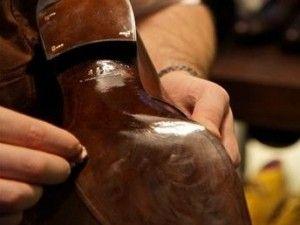 Eternal Shoes: il ciabattino online che da nuova vita alle scarpe vecchie. http://donna.fanpage.it/eternal-shoes-il-ciabattino-online-che-da-nuova-vita-alle-scarpe-vecchie/