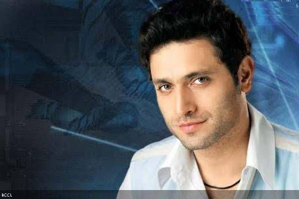 Q: Why did Shiney Ahuja hop on Virar-express train?A: Because it stops at Bai-andar station.Q: Which is Shiney Ahuja's favourite Hollywood film?A: Maid of honor
