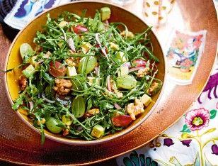 Rucolasalat mit Avocado und Walnüssen