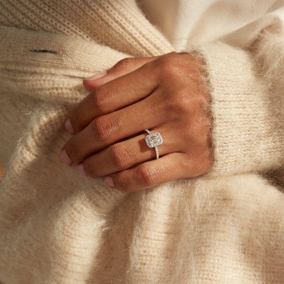 Halo-Diamant-Verlobungsring für 1,00 Karat Smaragdschliff | Shane Co.