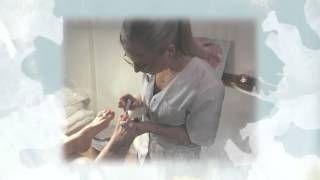 http://carehudvard.com/pedikyr-goteborg/ - En pedikyr/fotvård innebär att mjuka upp fötterna. Man tar bort torr hud på hälar mm  samt att man förbättrar utseendet på dem och på tånaglar. I en pedikyr/fotvårdsbehandling  ingår fotbad, borttagning av förhårdnader, formning av tånaglar, ansning av torra nagelband, slipning av naglar, fotmassage och lackning. En pedikyr hjälper dig att hålla dina fötter i god form.