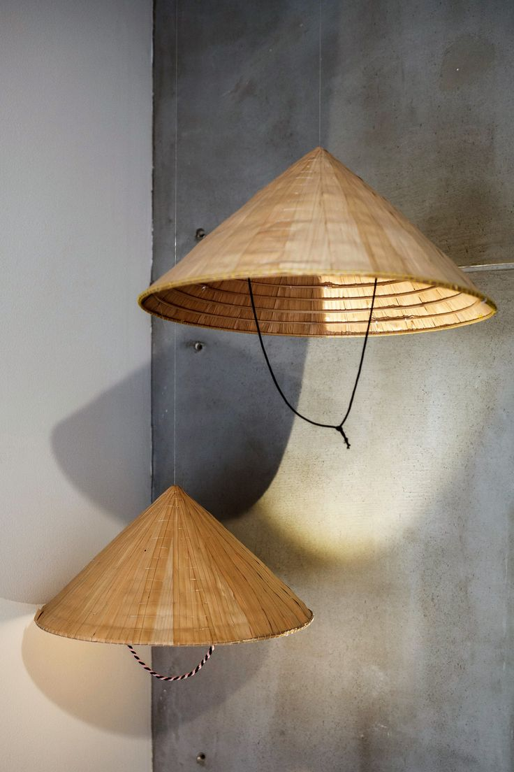 Concepto lampara Viet - esta lampara está hecha de los sombreros vietnamitas. Arq. Simón Tobón P.
