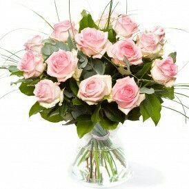 Valentijnboeket Roze  Prachtig Valentijnboeket gemaakt van roze rozen en divers bladmateriaal. verkrijgbaar bij www.bloemenweelde-amsterdam.nl