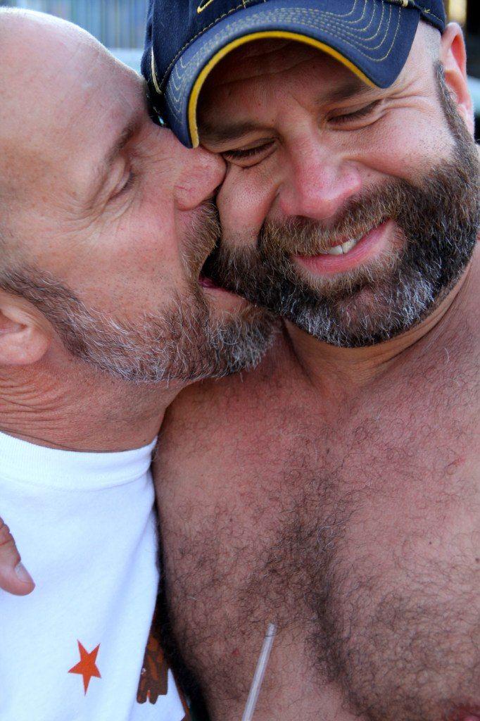 Gay Bears Kissing Porn