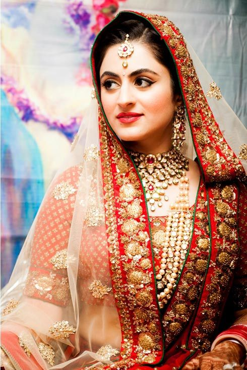 http://weddingstoryz.blogspot.in/ Indian Weddings Desi Weddings Bride makeup jewelry lehenga Makeup artist - Namrata Soni http://www.namratasoni.com/