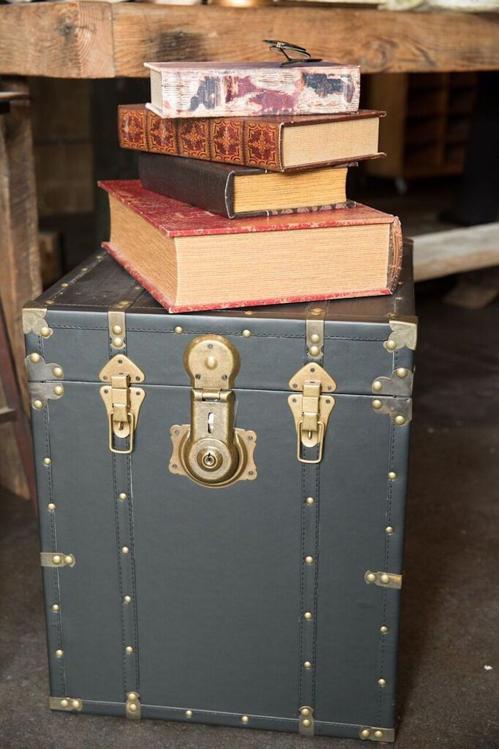 Harry Potter Book Trunk ~ Decor trunk books from a harry potter birthday party