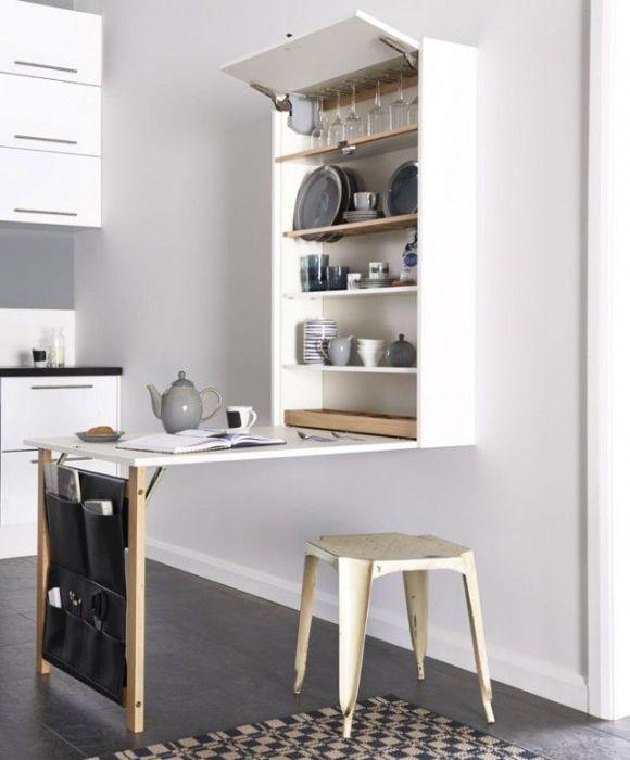 Platzsparender Ausklapptisch für zwei in der Küche ... und sämtliche Frühstücksmaterialien wie Tassen, Brettchen, Müsli, Marmelade, Kaffee, Tee & Co direkt in Reichweite! Gefunden auf novate.ru