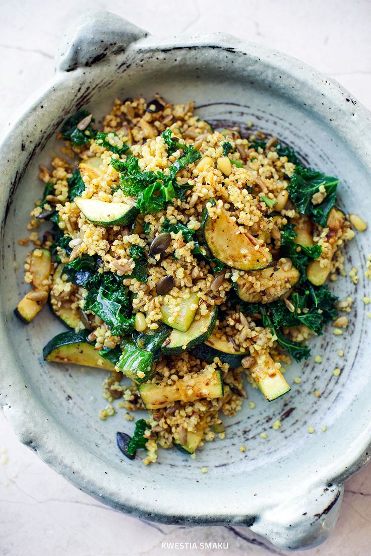 Millet with grilled zucchini and kale   1/2 cup raw millet • 2 cloves garlic • spices: 1 and 1/2 teaspoon cumin, 1 teaspoon turmeric 1 teaspoon smoked hot paprika • 2 leaves of kale • 1 zucchini • 1/2 onion • 4 tablespoons of mixture of seeds and nuts (sunflower, pumpkin, pine nuts) • 3 tablespoons extra virgin olive oil • 2 tablespoons chopped chives • 2 tablespoons lemon juice 1/2 teaspoon honey + or maple